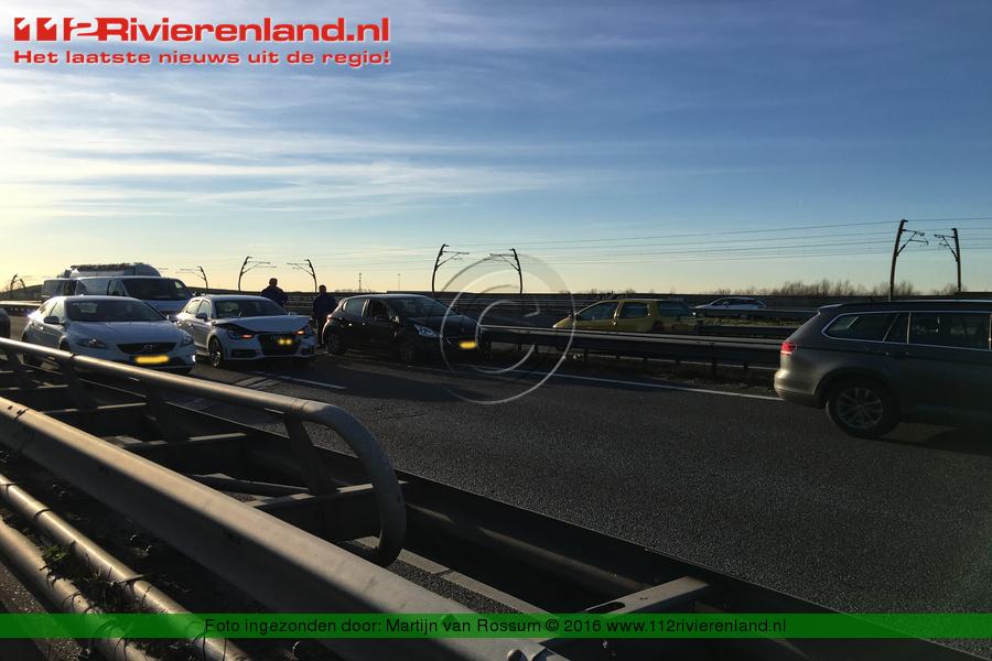 112Rivierenland - Wadenoijen - Flinke schade bij ongeval A15